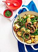 Würstchen mit Biersauce und warmer Kartoffelsalat