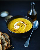 Cream of butternut squash soup with bread