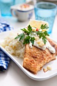 Breaded plaice with mashed potatoes, a light sauce and diced apples