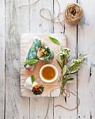 Frühlingsrollen mit knusprigen Austern und Gemüse