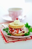 Strawberry shortcake with wild strawberries and cream (England)