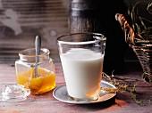 Ziegenmilch mit Edelkastanien-Honig nach Hildegard von Bingen