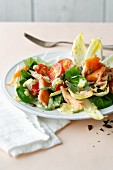Chicory salad with smoked salmon and cherry tomatoes (simple glyx)