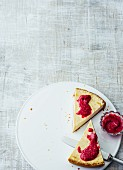 New-York-Cheesecake mit Himbeer-Chia-Marmelade