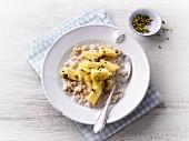 Porridge with pineaple and pistachio nuts