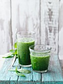 Green pigweed and spinach smoothie with apples, pears, pineapple and chia seeds