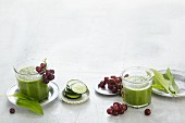 Cucumber and wild garlic smoothie with grapes