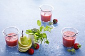 Strawberry smoothies with pears, lemon balm and vanilla