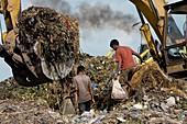 Rubbish dump workers,Asia