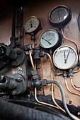 Steam locomotive gauges