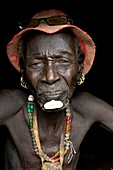 Old Dassenech tribesman with cataracts