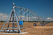 Centre-pivot irrigation boom