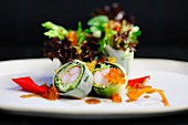 Maki with surimi, caviar and salad