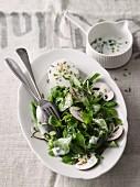 Feldsalat mit Champignons und Ziegenfrischkäse