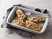 Zucchini aus dem Ofen mit Krabben und Käse