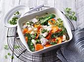 Gemüseauflauf mit Rotbarsch und Kerbel (No Carb)