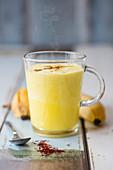 Banana-saffron smoothie