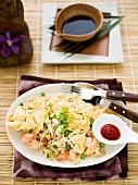Reisomelette mit Krabben und Gemüse aus dem Wok