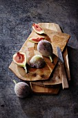 Fresh figs on a stack of wooden chopping boards