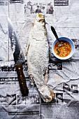 Pla Khapong Khao Phauw Glüa Sai Nam Prik (Fisch in Salzkruste mit scharfer Sauce)