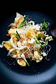 Pad Wunsen Sai Khai (glass noodles with egg and vegetables, Thailand)