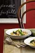 Farfalle mit Hähnchen, Brokkoli und Zitronensauce