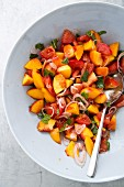 Spicy peach and tomato salad with red onions and mint