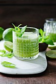 Apple and lime juice with mint