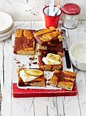 Banana bread slices with chocolate and maple syrup (USA)