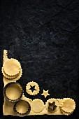 Teig für Mince Pies ausstechen