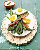 Asparagus with bacon and eggs
