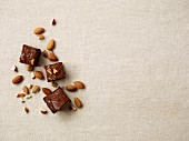 Brownies with crispy almonds