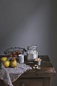 Zutaten für Birnen-Scones auf Holztisch