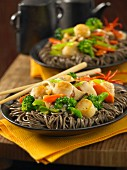 Soba noodles with scallops and vegetables