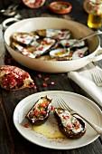 Gratinierte Miniauberginen mit Granatapfelkernen (Mittlerer Osten)