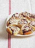 Cinnamon buns with icing sugar
