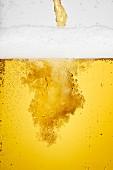 Bier eingiessen