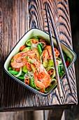 Garnelen und Gemüse mit Reisnudeln (Thailand)