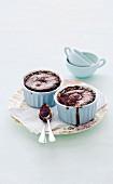 Gebackener Schokoladen-Zimt-Pudding in Auflaufförmchen