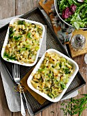 Macaroni bake with cheese and leek