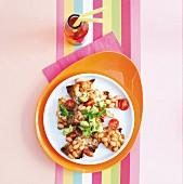 Schnelle Pita-Nachos mit Baked Beans, Avocado und Mozzarella