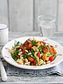 Pasta salad with tomatoes and roasted garlic