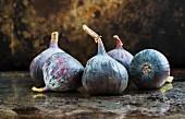 Several fresh figs