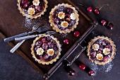 Mini shortcrust tartlets with cherries