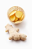 Ginger, whole and sliced