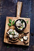 Mushroom cream and wholemeal bread