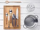 Küchenutensilien für Suppenzubereitung