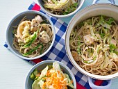 One-pot spaghetti with chicken, lettuce and savoy cabbage