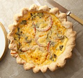 Tomato and zucchini quiche (seen from above)
