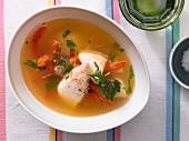 Schnelle Fischsuppe mit roter Paprika